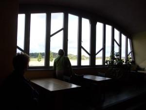 Fönster mot öppet landskap